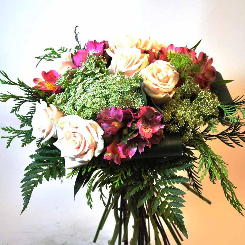 Ramo de flor con alstromeria, rosas, ammis en Barcelona