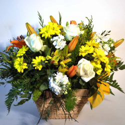 Center Lilium and Roses flowers delivery in Barcelona